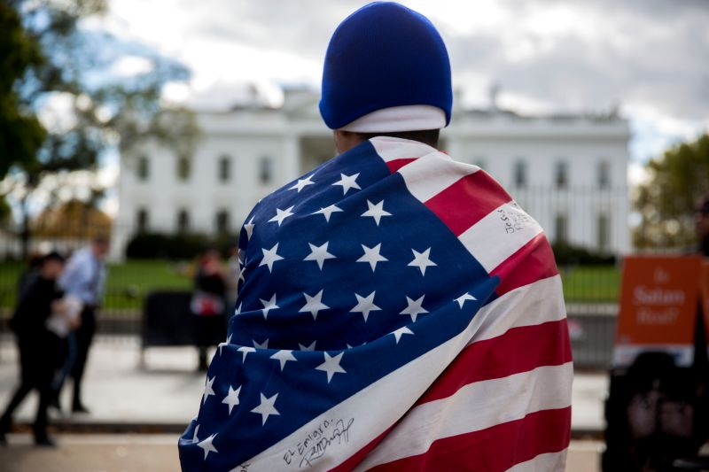 bloomberg_immigrant_flag_white_house_800px