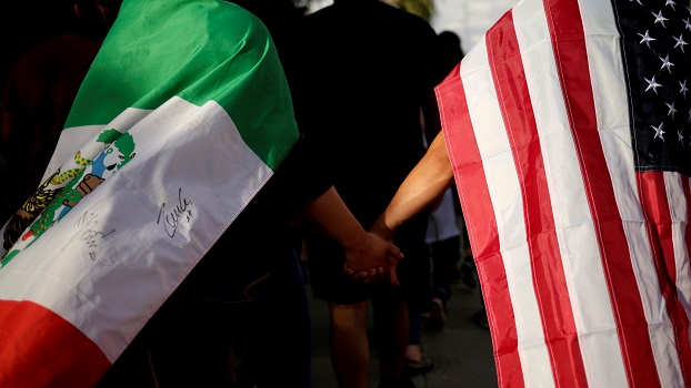 Image: People with the Mexican flag and the U.S. flag take part in a rally against hate a day after a mass shooting at a Walmart store, in El Paso